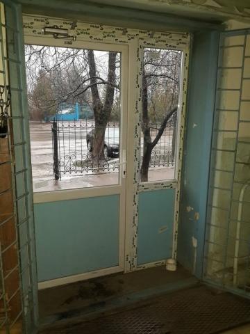 пластиковые двери входные