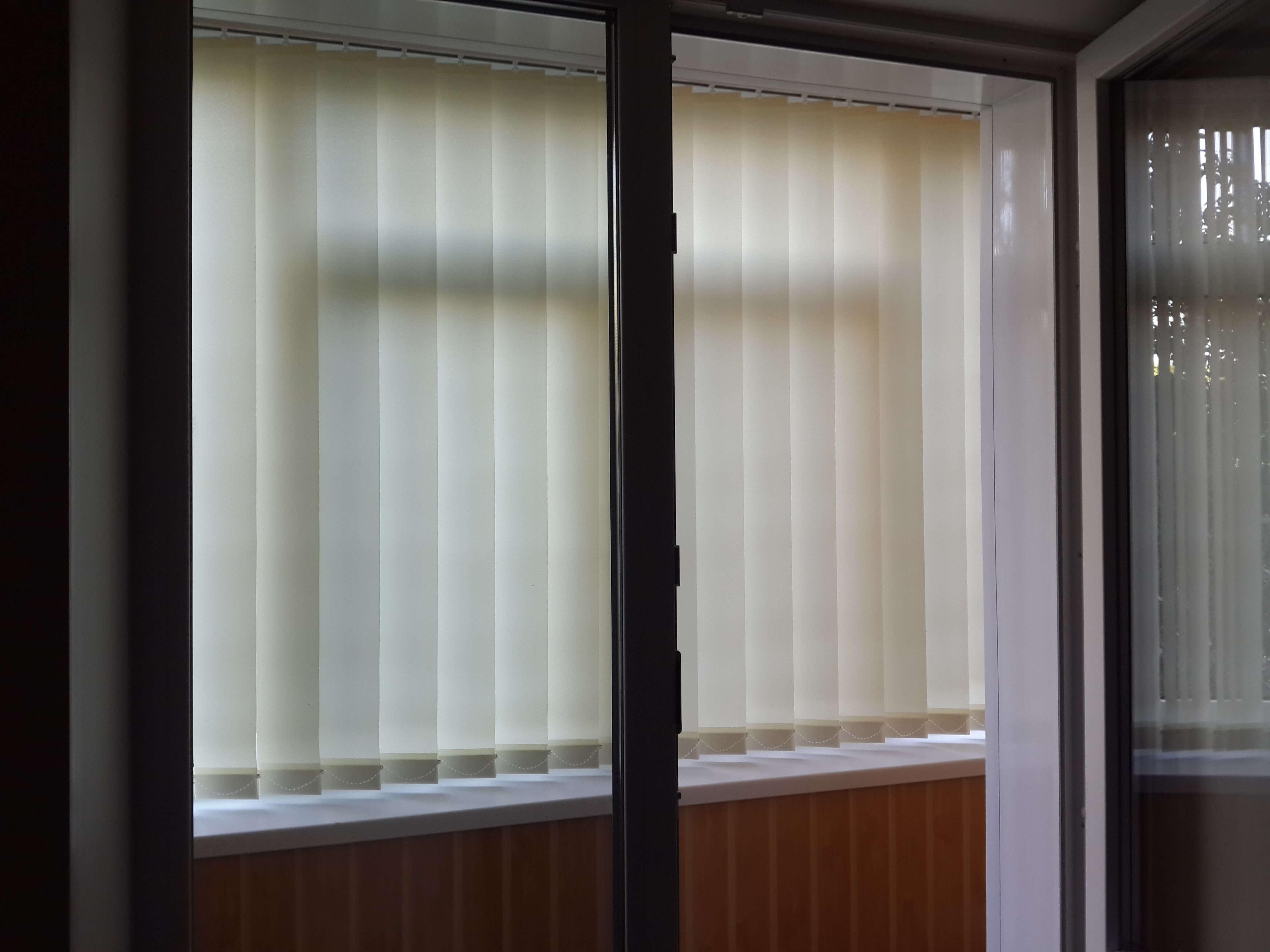 Вертикальные жалюзи балкон