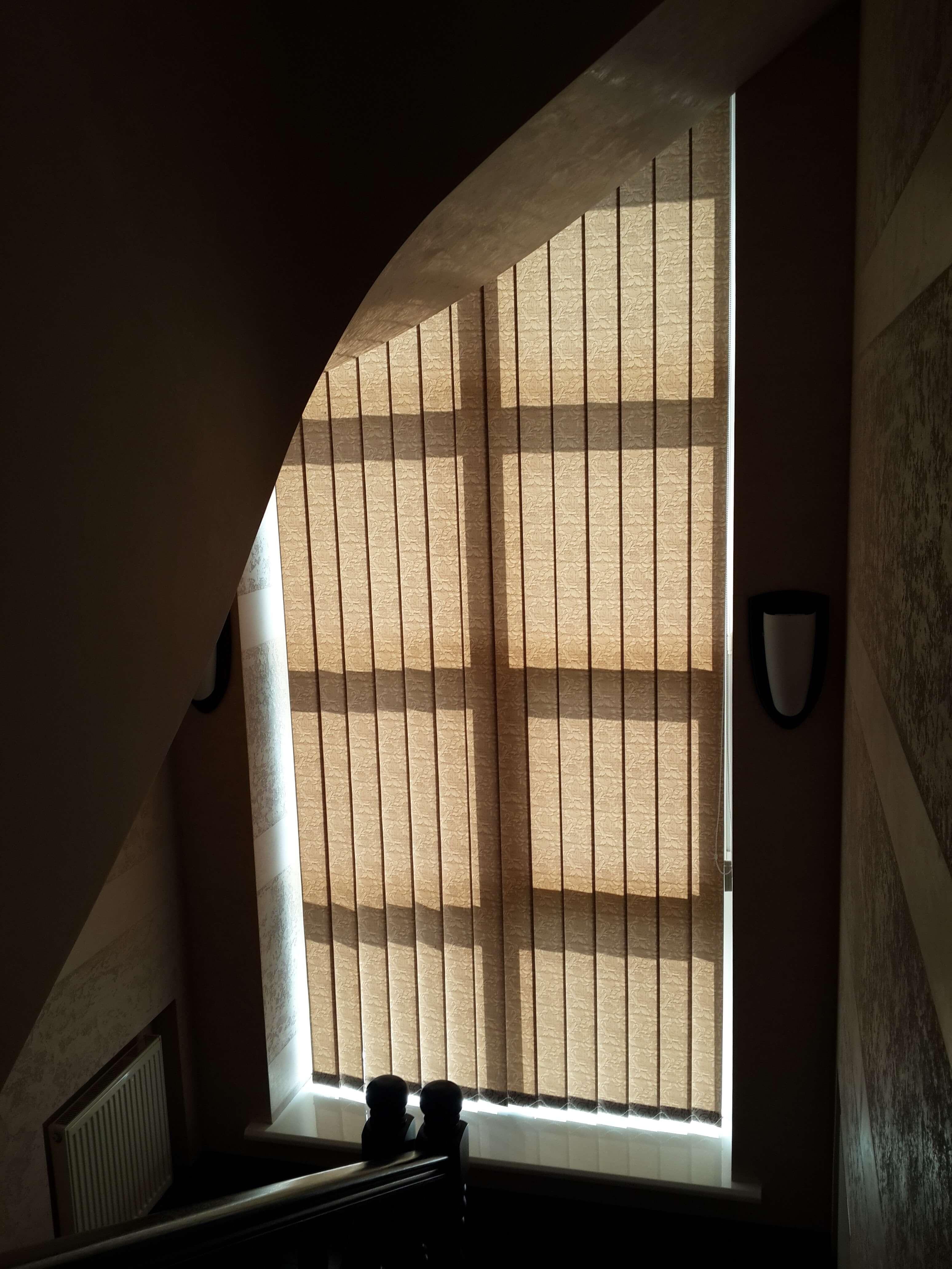 Вертикальные жалюзи в доме